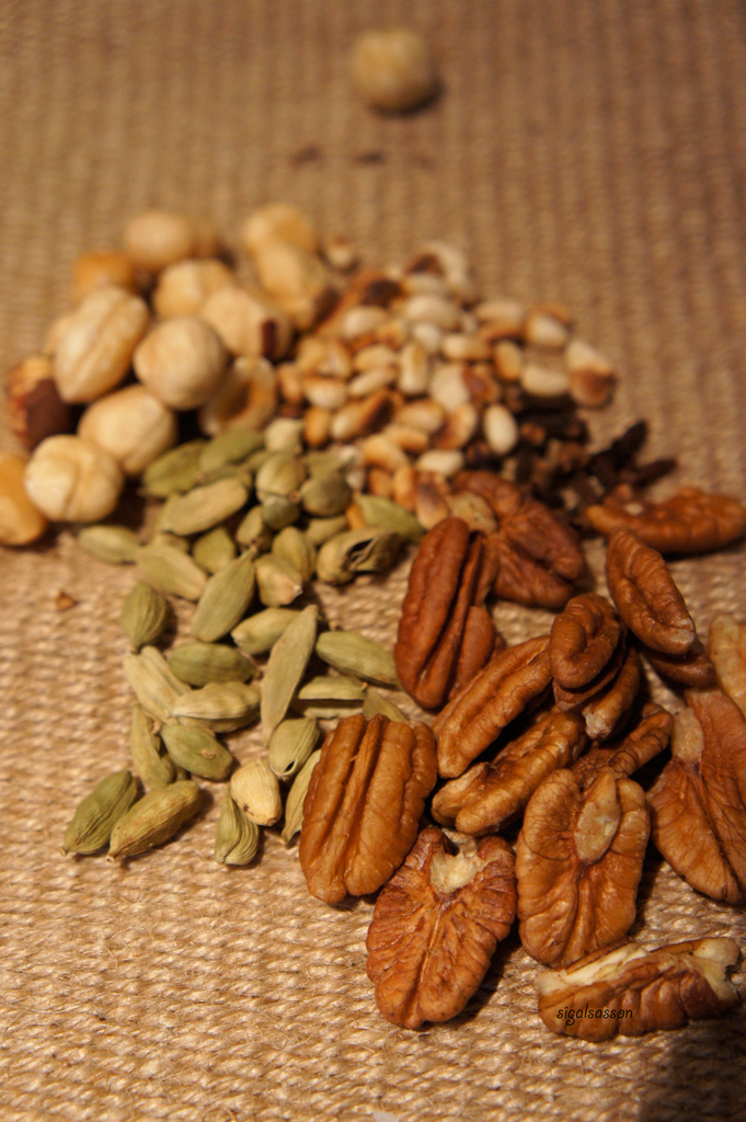 picture of dry nuts for breakfast