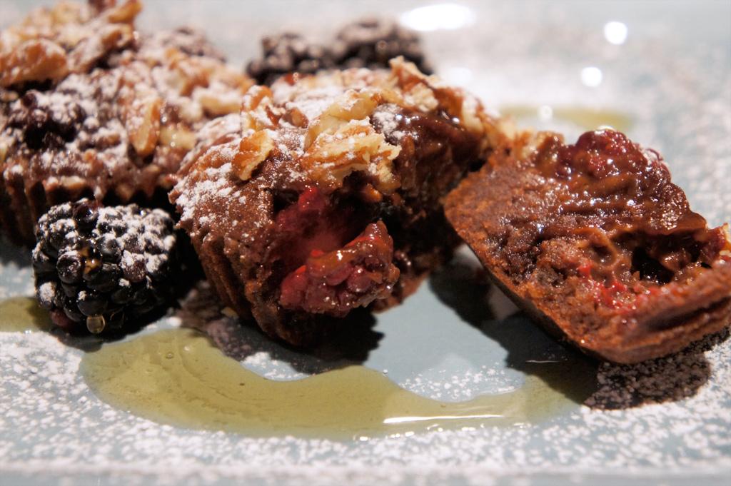tasty chocolate melting crunchy berry cupcakes