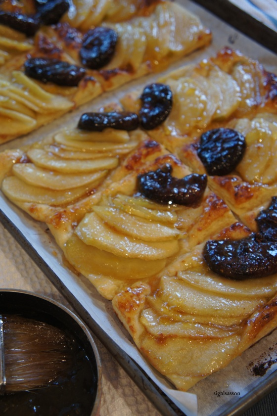 delicious apple and fig tart