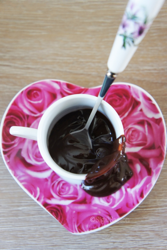 delicious poached pears with chocolate glaze